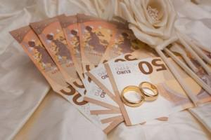 «Στα 27 μου παντρεύτηκα έναν 55άρη για να φάω τα λεφτά του και όχι δεν ντρέπομαι...»