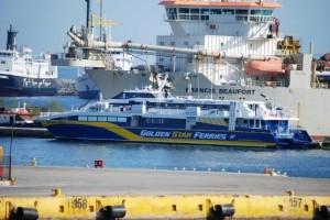 Συναγερμός: Πλοίο με 127 επιβάτες επιστρέφει εσπευσμένα στον Πειραιά!