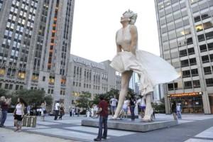 Απίστευτο: Έκλεψαν το άγαλμα της Μέριλιν Μονρόε!