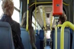 Κι όμως: Δεν πρέπει να δίνετε τη θέση σας στους ηλικιωμένους στα μέσα μεταφοράς!