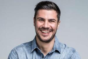 Αγνώριστος ο Άκης Πετρετζίκης! Η μεγάλη αλλαγή στο look του!
