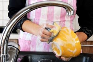 Το απίστευτο καλό που κάνει στην υγεία σου το πλύσιμο των πιάτων!