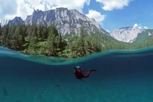Πράσινη λίμνη για έξι μήνες το χρόνο! (Video)