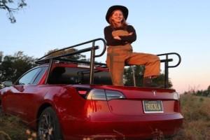 Η Youtuber που έκανε το supercar της...αγροτικό! (Video)