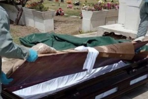 Την έθαψαν ζωντανή και προσπαθούσε 10 ημέρες να βγει από το φέρετρο...