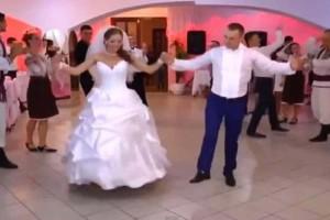 Θα κλάψετε από τα γέλια: Αυτό θα πει γαμήλιο γλέντι!