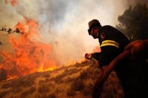 Φωτιά στα Μέγαρα - Απειλούνται κατοικίες!