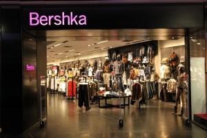 Bershka: Το ασύμμετρο πουκάμισο που κάνει θραύση και κοστίζει μόνο 18 ευρώ!