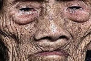Άνδρας 256 ετών λίγο πριν πεθάνει σπάει τη σιωπή του και αποκαλύπτει το φοβερό μυστικό του!