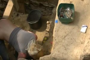 Η σέξυ αρχαιολόγος που αναστάτωσε το διαδύκτιο! (Video)