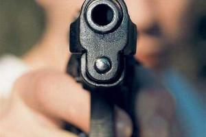 Τραγικό: Είδαν τον γιο τους πυροβολείτε live! (Video)