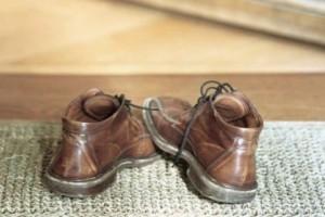 Γιατί δεν πρέπει να μπαίνετε ποτέ με τα παπούτσια μέσα στο σπίτι