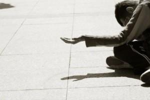 Φρίκη στην Κω: Υποχρέωνε την ανήλικη κόρη της να ζητιανεύει!