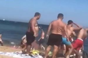 Παραλία μετατράπηκε σε ρινγκ στη Βαρκελώνη! (Video)