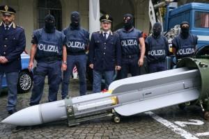 Ιταλία: Νεοναζί συνελήφθησαν με πύραυλο 3,5 μέτρων!