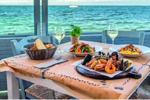 Parthenon: Ένα ταξίδι στην ελληνική και μεσογειακή κουζίνα με θέα το απέραντο μπλε της Κορώνης!