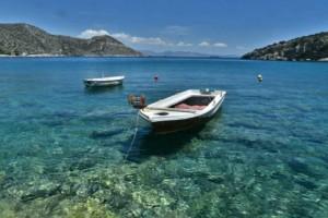 Σαλαμίνα: Η κρυφή παραλία που μαγεύει! Μια φυσική πισίνα