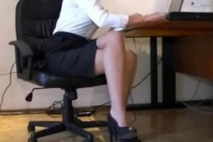 Σάλος με την Ελληνίδα 45χρονη, γνωστή επιχειρηματία. Ανακάλυψε ο 18χρονος γιος της την παράνομη σχέση της με…
