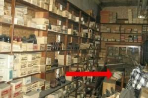 Το κατάστημα παπουτσιών του παππού του ήταν κλειστό από το 1975! Όταν ξεκίνησε να ανοίγει τα κουτιά, δεν πίστευε αυτό που έβλεπε…