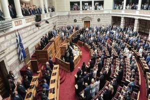 """Η οικογένεια του Κ.Μητσοτάκη μαζί με τους """"φρουρούς"""" στα θεωρεία της Βουλής!"""