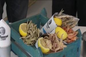 Ζήσης: Θαλασσινό street food! Ψαράκι στο χωνάκι!