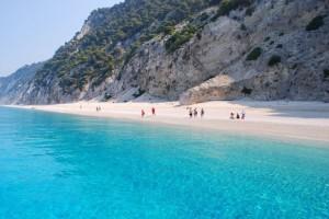 Αυτό είναι το ελληνικό νησί που έχει μαγέψει τον πλανήτη και βρίσκεται στη λίστα με τις καλύτερες παραλίες!