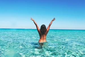 Γιατί το καλοκαίρι μας κάνει πιο ελκυστικούς;