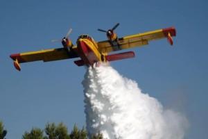Αδιανόητο: Αεροσκάφος της πυροσβεστικής μπέρδεψε την σκόνη με φωτιά και έριξε νερό σε αγρότη!
