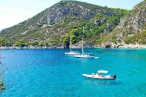 Έχεις μόνο 50€ διαθέσιμα; Βρήκαμε τους πιο όμορφους και οικονομικούς προορισμούς σε ελληνικά νησιά για να πας!