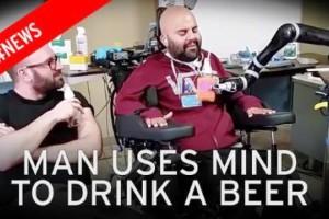 Απίστευτο: Παράλυτος άνδρας ανοίγει ένα κουτάκι μπύρας με τη δύναμη της σκέψης!
