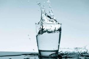 Δεν φαντάζεστε τι θα σας συμβεί αν πίνετε 4 λίτρα νερό την ημέρα!