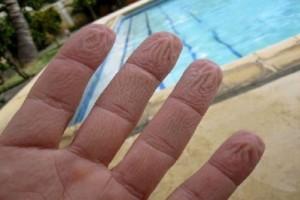 Εσείς το γνωρίζετε; - Γιατί έχουμε ζαρωμένα δάχτυλα μετά το μπάνιο;