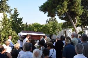 Θρήνος στην κηδεία του Δημήτρη Λυμπερόπουλου!