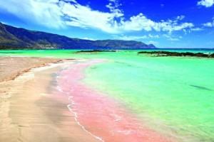 Κι όμως: Αυτές είναι οι παραλίες με ροζ άμμο που πρέπει να επισκεφτείτε!