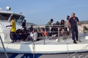 Συνέλαβαν 330 μετανάστες που προσπαθούσαν να φτάσουν στην Λέσβο!