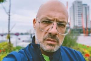 Νίκος Μουτσινάς: Η αποκάλυψη για σύντροφο και η θύελλα αντιδράσεων!