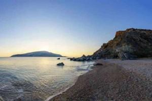 H υπέροχη «κρυφή» παραλία της Αττικής που ελάχιστοι γνωρίζουν!