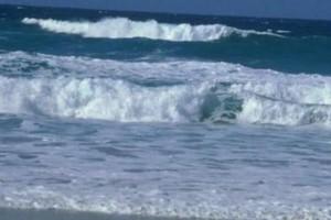 Ρέθυμνο: Εφιαλτικές στιγμές για κολυμβήτρια! Την παρέσυραν τα κύματα και παραλίγο να πνιγεί!