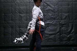 Απίστευτο: Μηχανική ουρά βοηθά να ισορροπούν άτομα με κινητικά προβλήματα! (Video)