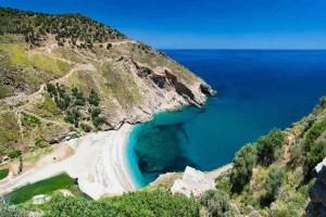 Παράδεισος: Αυτό το νησί βρίσκεται μόνο μια ώρα μακριά από την Αθήνα κι αν το δεις θα θες να μείνεις για πάντα!