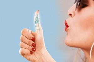 Απίστευτο: Εσείς γνωρίζατε τι θα συμβεί στο σώμα σας αν φυσήξετε τον αντίχειρά σας;