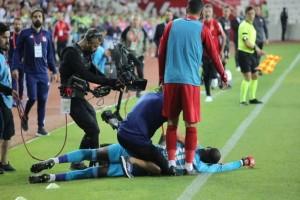 Τερματοφύλακας κατέρρευσε στο γήπεδο! (Video)