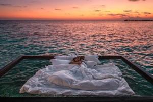 Μια μοναδική εμπειρία: Σε αυτό το θέρετρο έχεις για κρεβάτι κυριολεκτικά τον Ωκεανό!