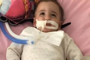 Θαύμα: Μωράκι ξυπνάει από κώμα λίγο πριν του αποσυνδέσουν το μηχάνημα! (Video)