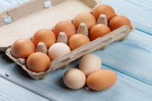 Μεγάλος κίνδυνος: Γιατί δεν πρέπει να πλένονται τα αυγά πριν μαγειρευτούν;