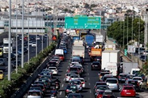 Κυκλοφοριακό κομφούζιο! Μποτιλιάρισμα στην Αττική Οδό λόγω τροχαίου! (photo)