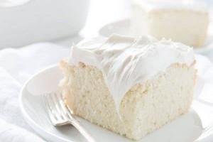 """Το """"κέικ των αγγέλων"""": Το λευκό βελούδινο κέικ που λιώνει στο στόμα"""