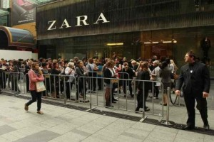 Zara - Νέα συλλογή: Το all time classic φόρεμα που μπορείς να φοράς παντού!