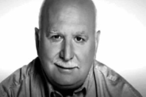 """Αναπάντεχα χτυπήματα: Ο καρκίνος έχει """"τελειώσει"""" τον Γιώργο Παπαδάκη!"""