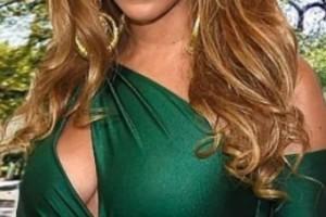 Ποιανής διάσημης ξένης τραγουδίστριας η μητέρα βρίσκεται για διακοπές στη Μύκονο;